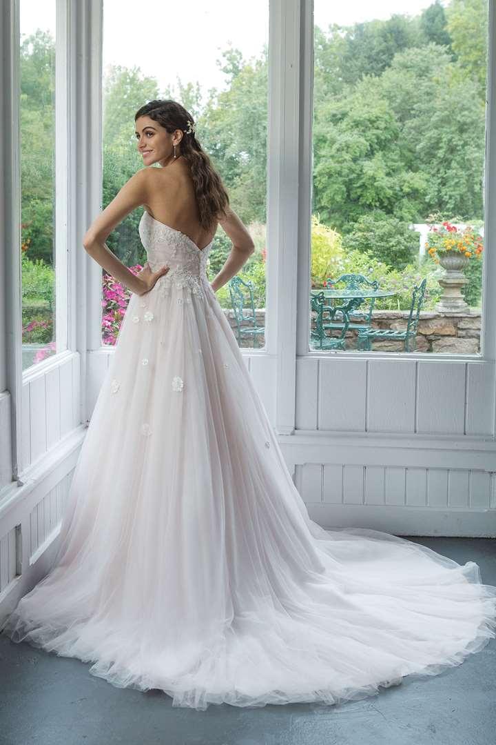сватбна рокля 2020
