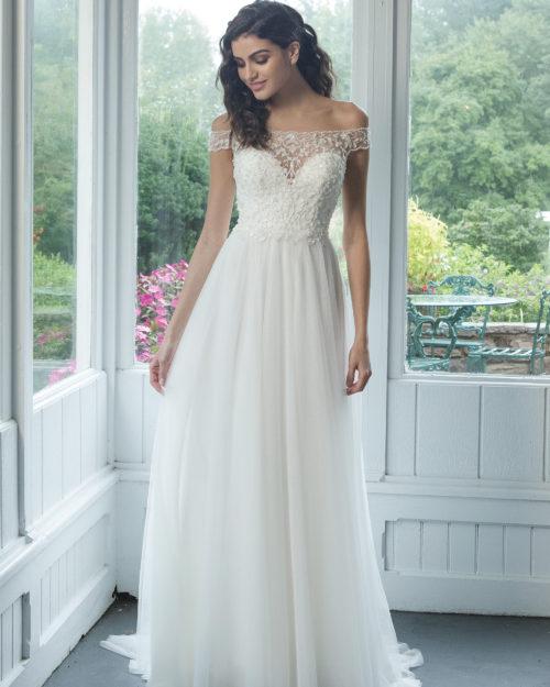 Лека сватбена рокля
