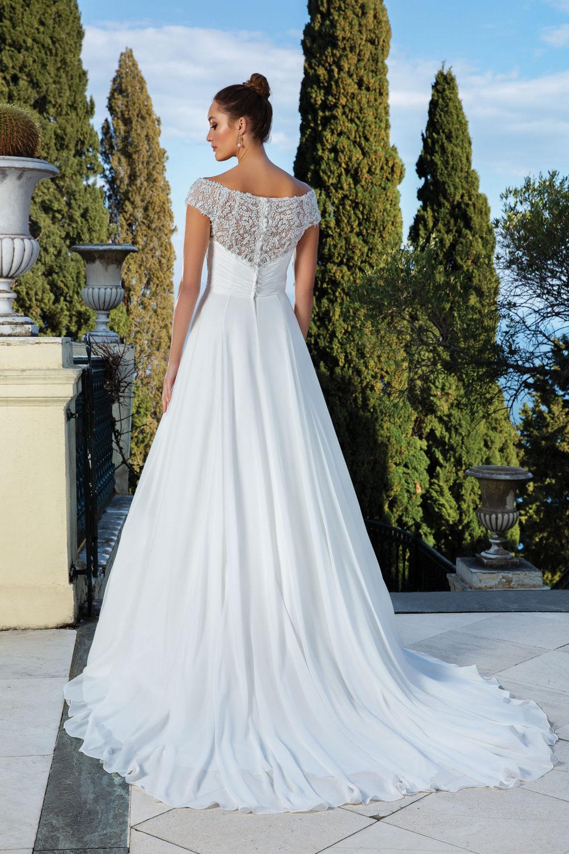 Сватбена рокля висша мода с камъни