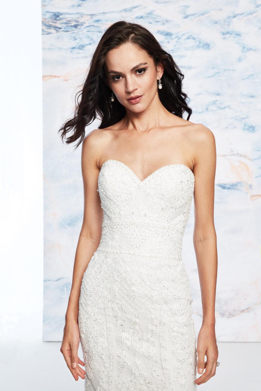 Сватбена рокля с шлейф, Сватбена рокля русалка с шлейф, Сватбена рокля с дантела и камъни