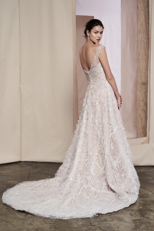 Сватбена рокля с пера, сватбена рокля А линия, сватбена рокля с камъни
