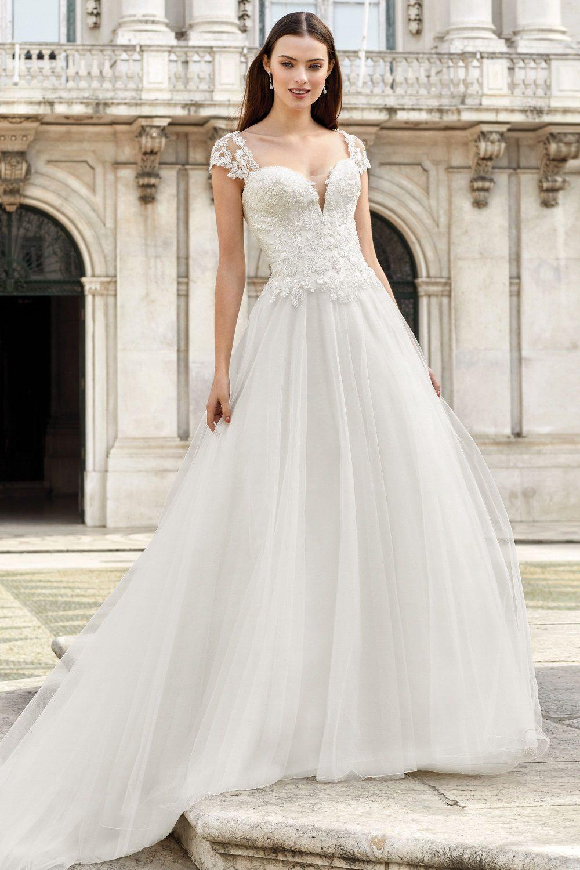 сватбена рокля А линия, сватбена рокля с мъниста, Пола с брокат, Булчинска рокля ADORE,