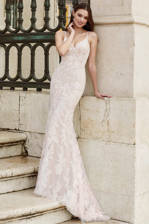 Булчинска рокля ADORE, Булчинска рокля русалка, булчинска рокля русалка с дантела, булчинска рокля с гол гръб,