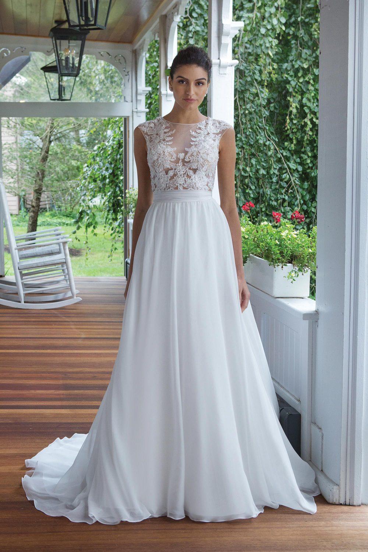 Булчинска рокля А- линия от дантела и шифон